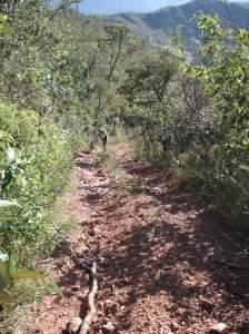 Por entre as montanhas: subidas fortes e com muitas pedras soltas