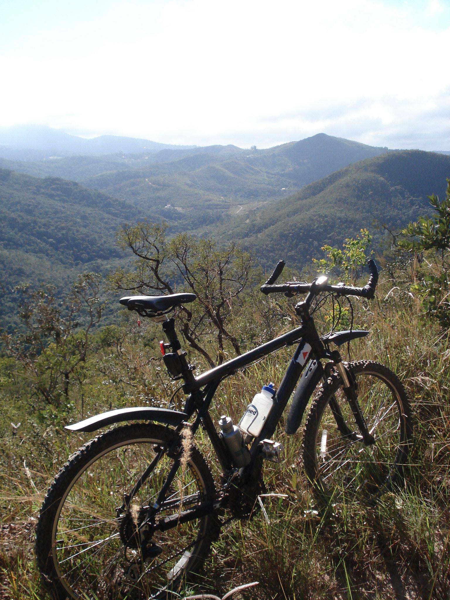 Foto na trilha do Sabarabuçu, entre Sabará e Caeté (MG)