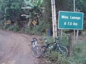 A entrada da estrada: a direita na saída de Sabará pela estrada velha