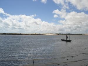 O pequenino barco no qual atravessei a barra do Rio dos Remédios