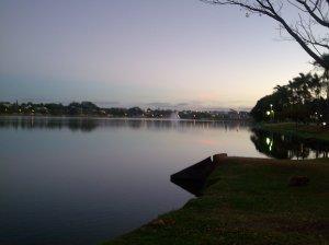 Bela vista da Lagoa, com o dia amanhecendo